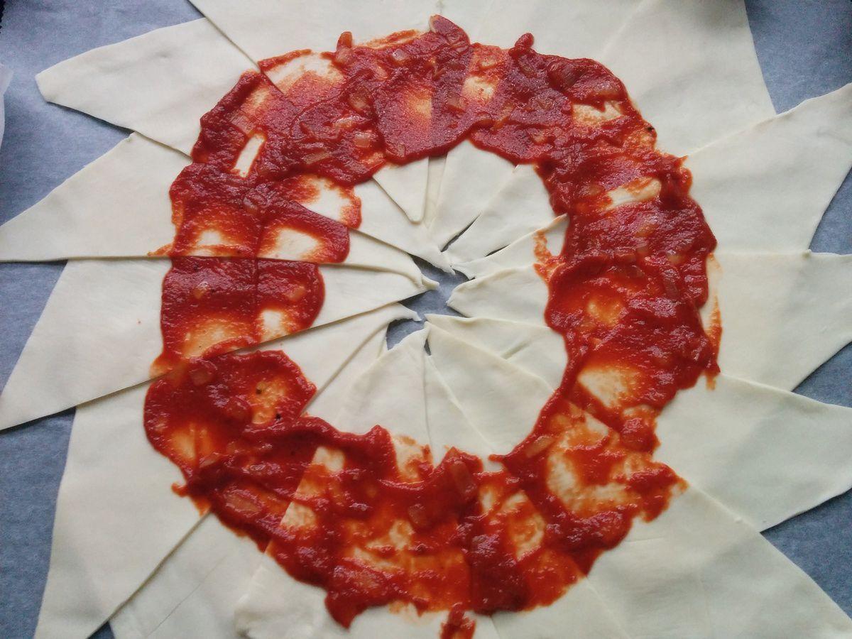 Feuilleté façon pizza couronne