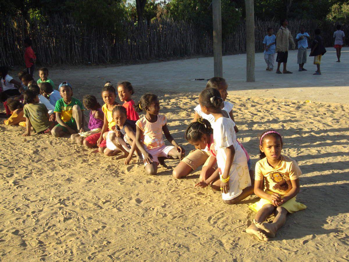 Ce que nous , les volontaires MAD 2016 on est tous sûrs de vivre : la rencontre avec les enfants à travers les jeux, les aniamtions éducatives et les temps d'échanges interculturels ....dans les brousses ou dans les quartiers de TULEAR...