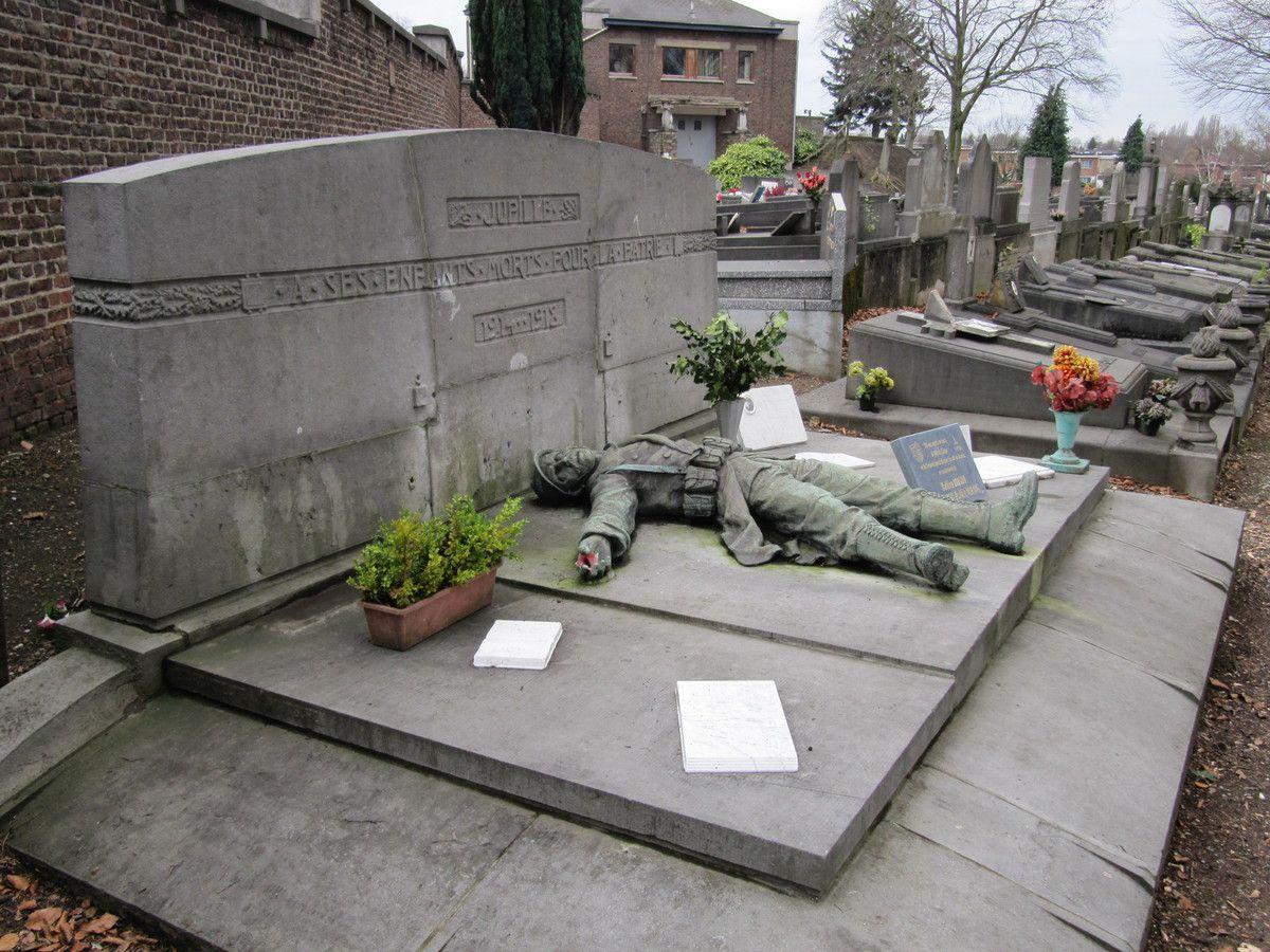 Monument aux Morts de la Guerre 1914 - 1918,  cimetière des Bruyères à Jupille