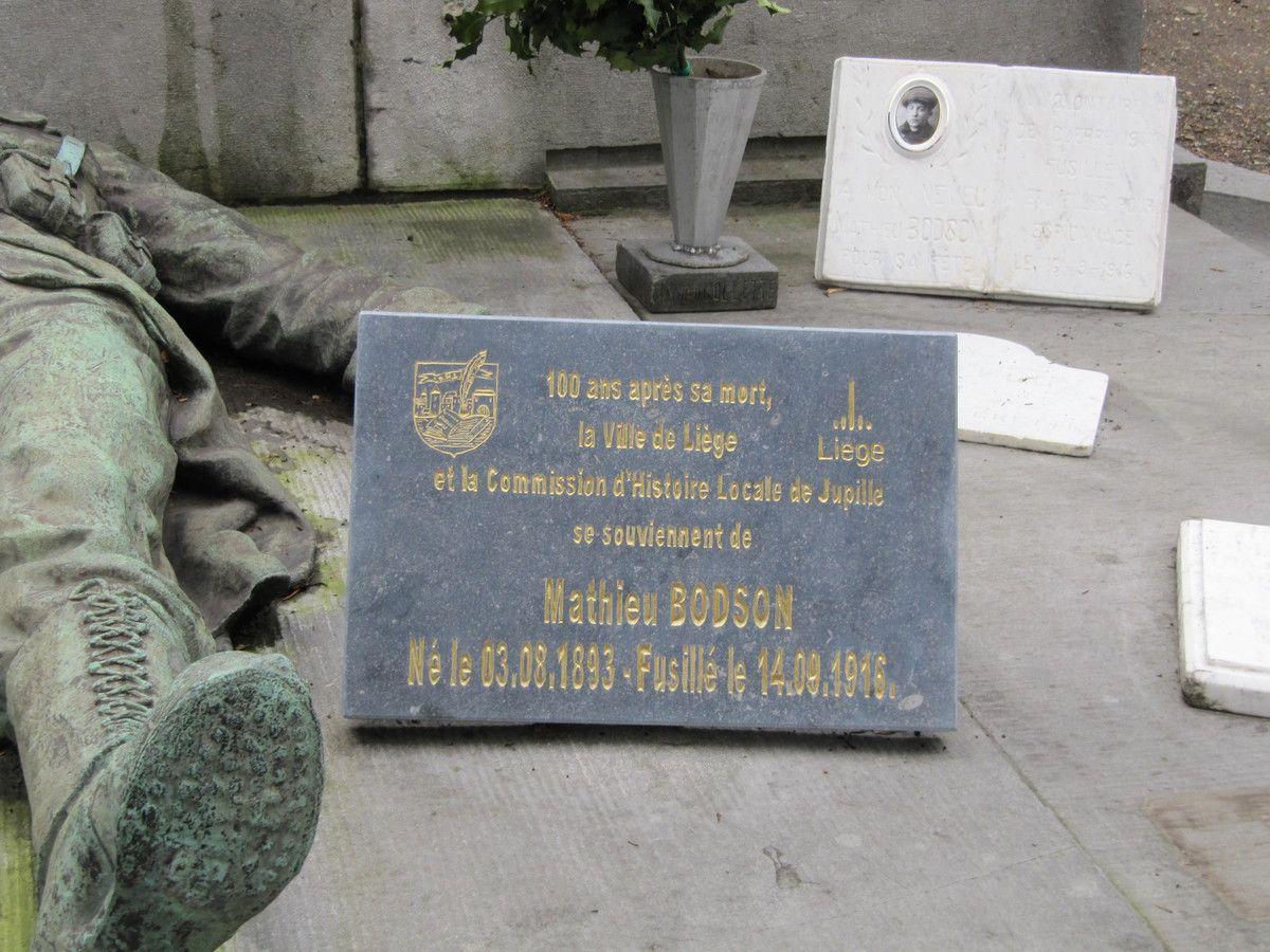 Le livre de pierre dédié à Pitje.