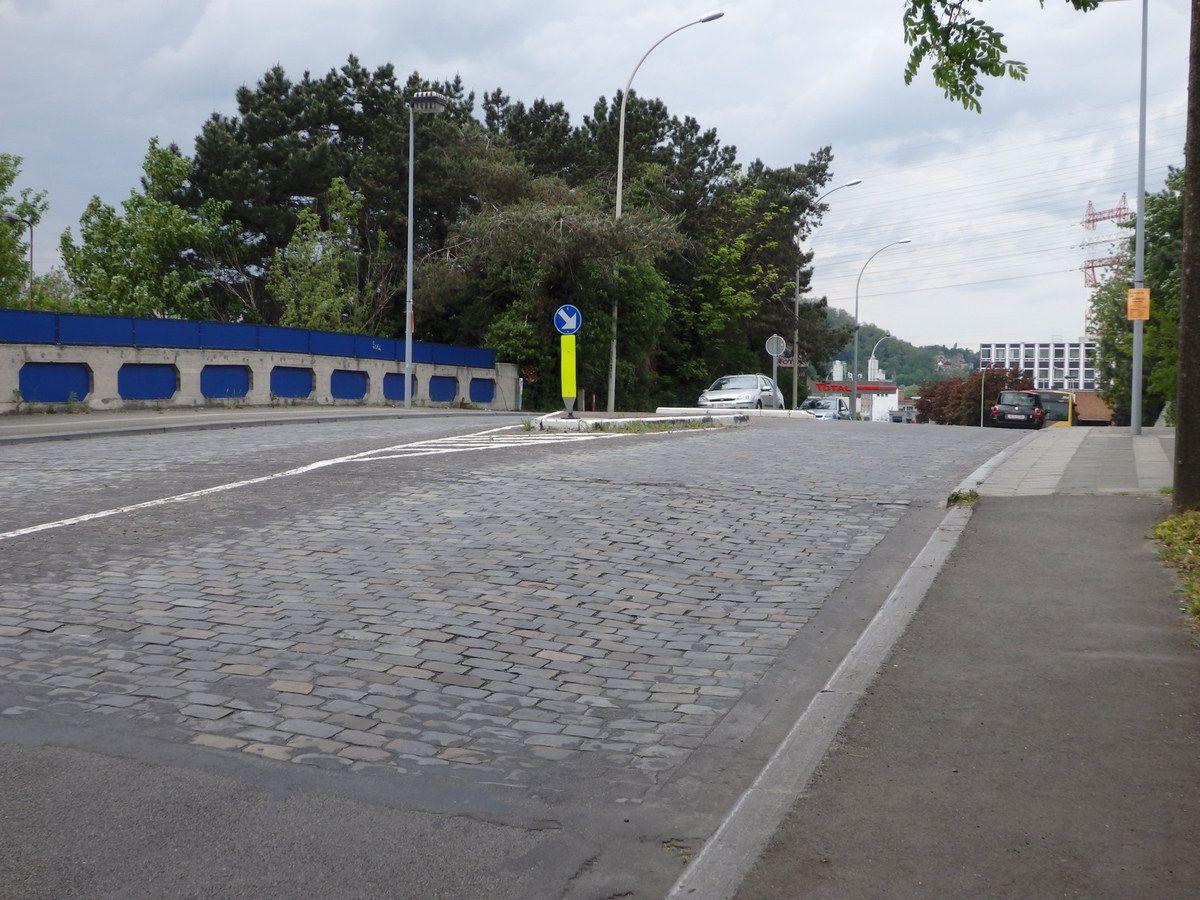 le pont Prévers côté rue de Visé vers le Marché Couvert