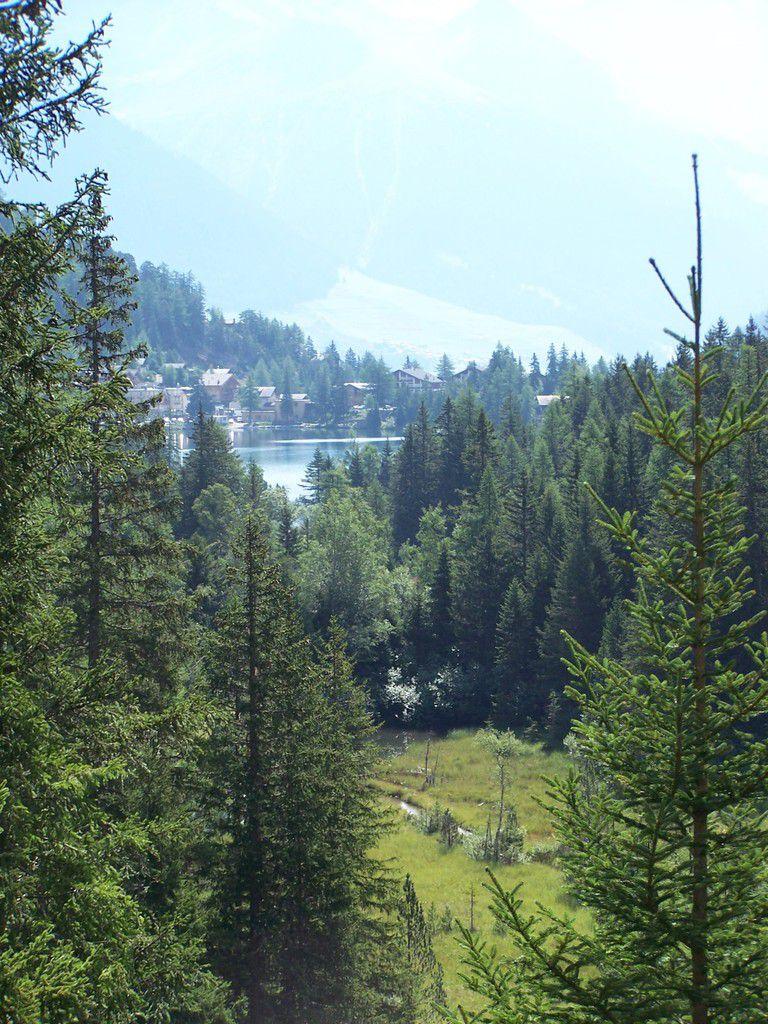 Vue sur le lac au début de l'ascension du Val d'Arpette