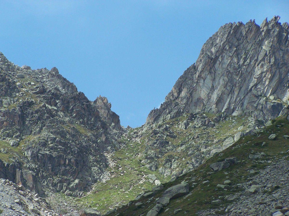 Aiguille et glacier d'Arpette puis fenêtre d'Arpette (notre objectif) pendant l'ascension