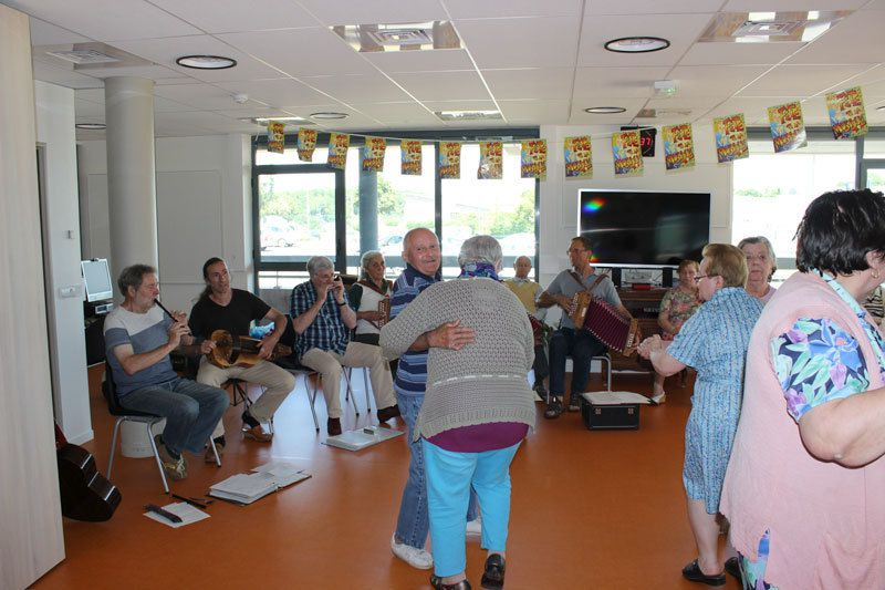 Fête de la Musique à l'EHPAD Pierre de Ronsard