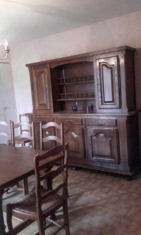 à vendre salle à manger et chaises