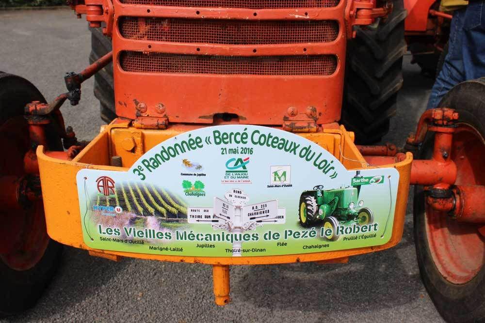 Long défilé de tracteurs à Jupilles
