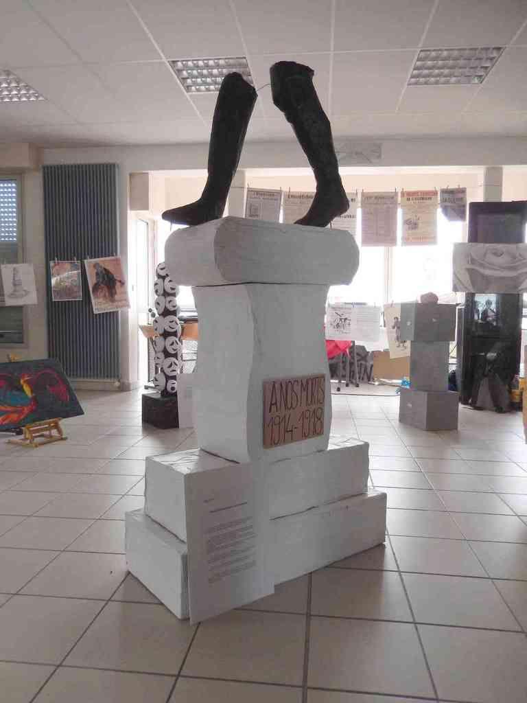 ART ET MEMOIRE 12 monuments créés par les élèves
