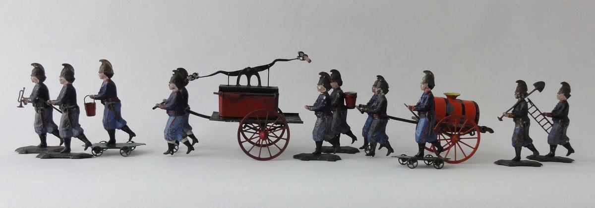 Jouet en tôle emboutie et soudée de marque FV - Fabrication fin 19ème siècle - Collection particulière