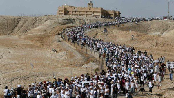Des femmes israéliennes et palestiniennes marchent pour exiger la paix