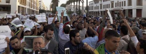 Des manifestants défilent pour réclamer la lumière sur les circonstances de la mort du poissonnier Mouhcine Fikri, dimanche 30 octobre 2016, à Rabat (Maroc)