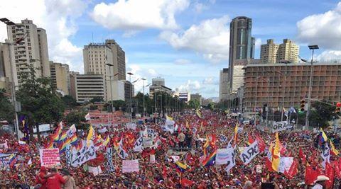 18 décembre : Manifestation géante à Caracas en soutien à la révolution bolivarienne