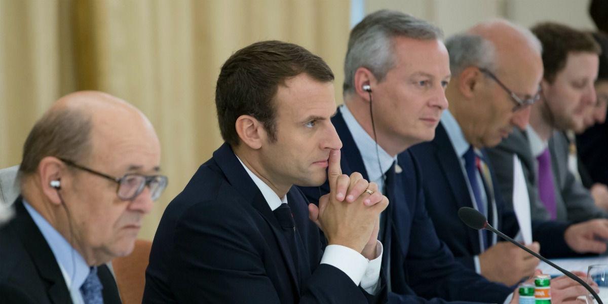 Crise de rire ! Macron demande à ses ministres d'arrêter de &quot&#x3B;faire du pipi de chat&quot&#x3B; !