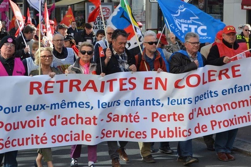 Pétitions retraités remises à L'Elysée : le mépris de Macron !