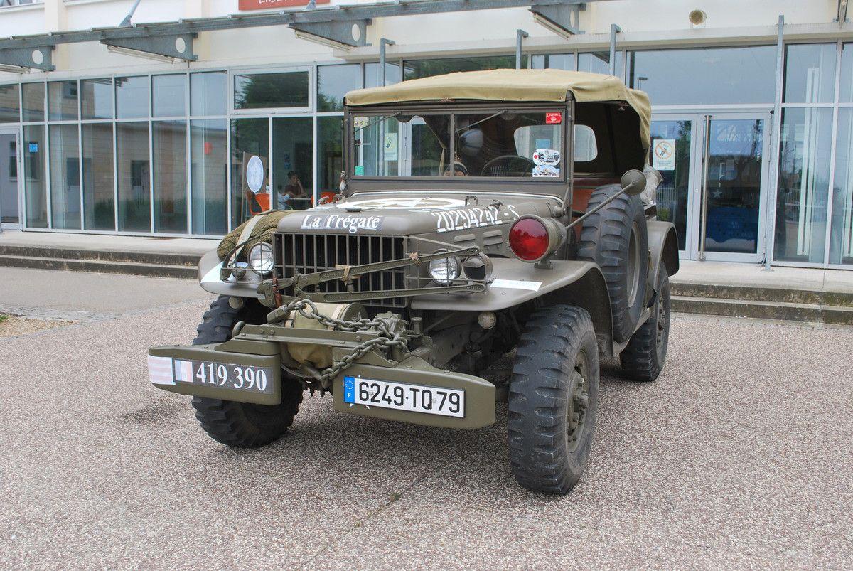 Command Car décoré RBFM tel que celui des forces Françaises 2 éme DB envoyées à ROYAN  Fin Avril 1945