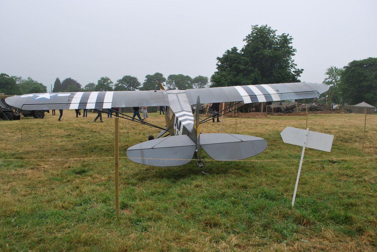 l'avion exposé au camp géronimo de Ste Mére Eglise et l'avion de CATZ pour circuit côtier des sites WWII