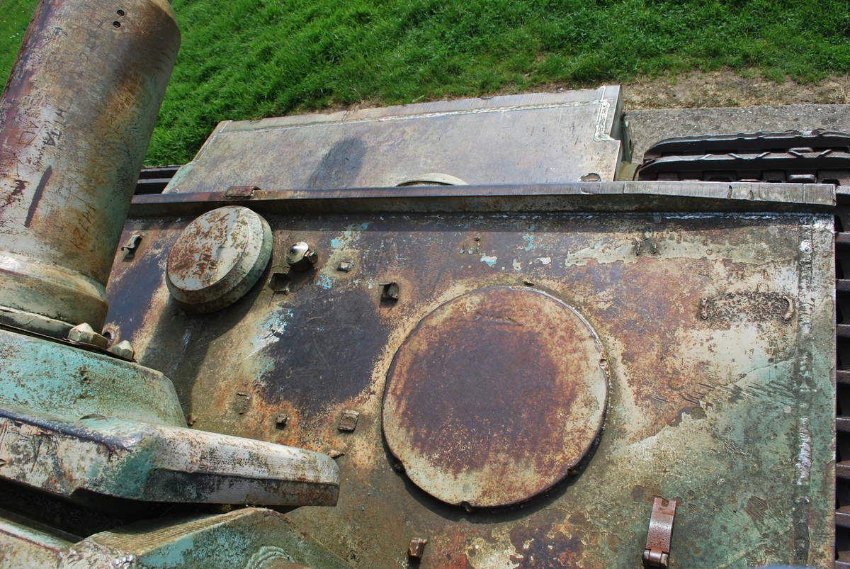 Vue de l'avant et l'arriére depuis la tourelle et de l'intérieur avec une mécanique en trés mauvais état