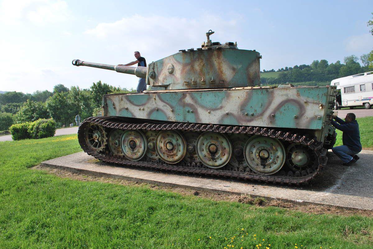 vue générale du char TIGRE et du dessus de la tourelle