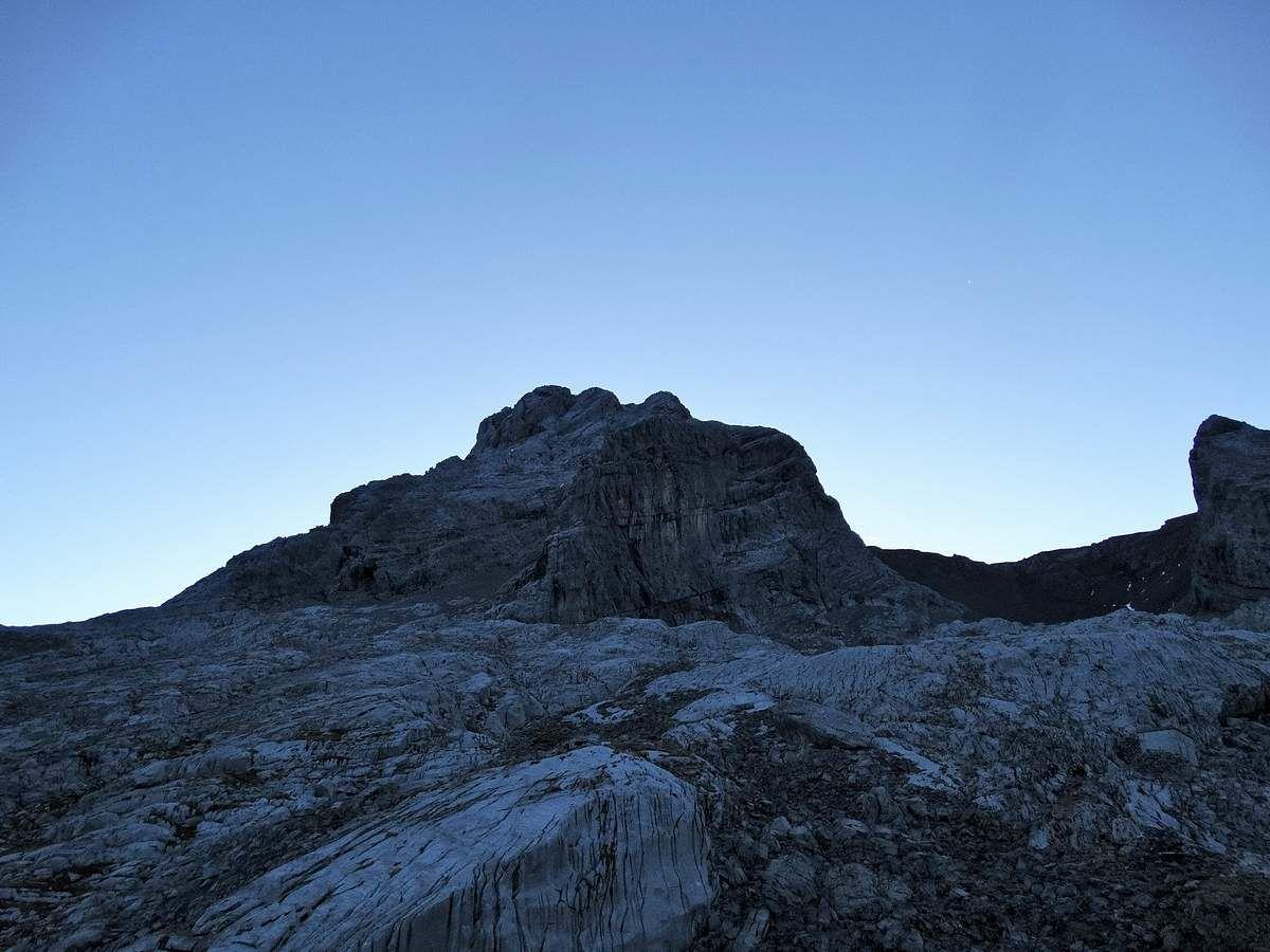 La Pointe Percée au petit matin depuis le refuge.