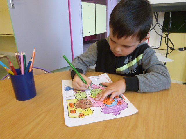 Ce sont des crayons de couleur pour dessiner, pour colorier.