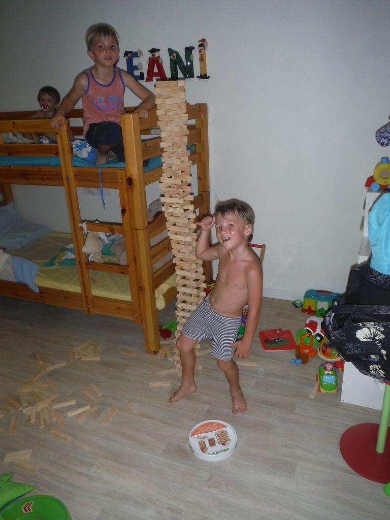 La tour d'Aukland selon Lucas et Manoa