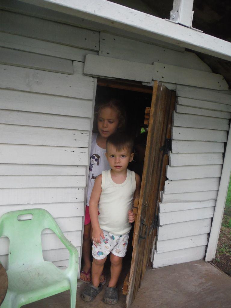 Keani profite de ma fête pour emmener les copines dans la cabane