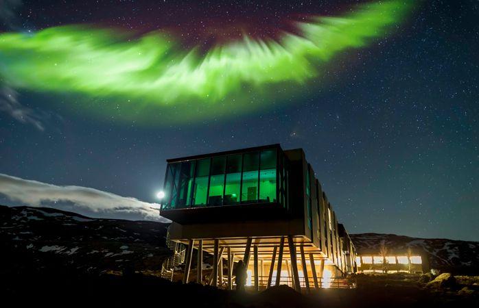 L'Aurore Boréale brille au-dessus du ION Hotel. © Ragnar Th. Sigurdsson / ARCTIC IMAGES