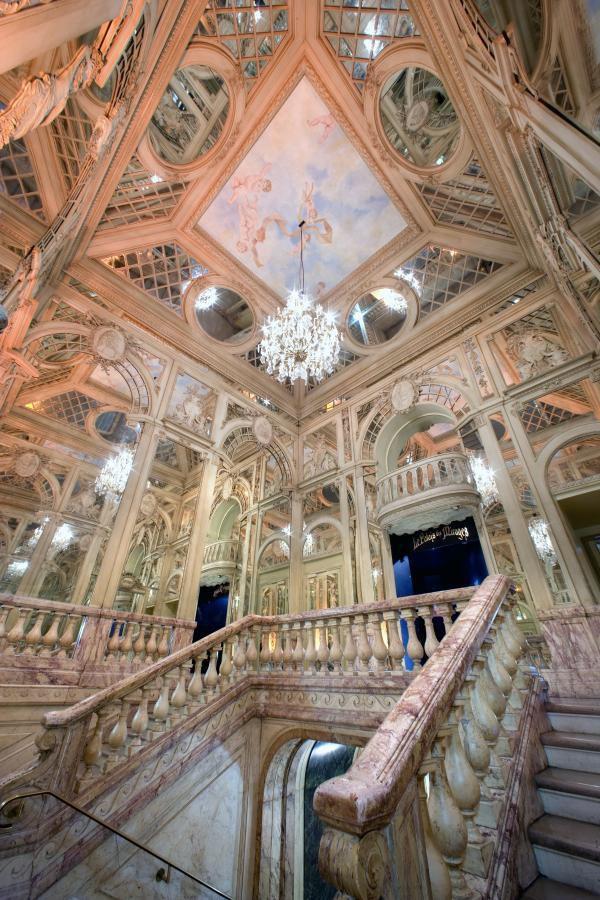 Escalier de marbre du Musée Grévin (Copyright) C. Recoura pour Grévin