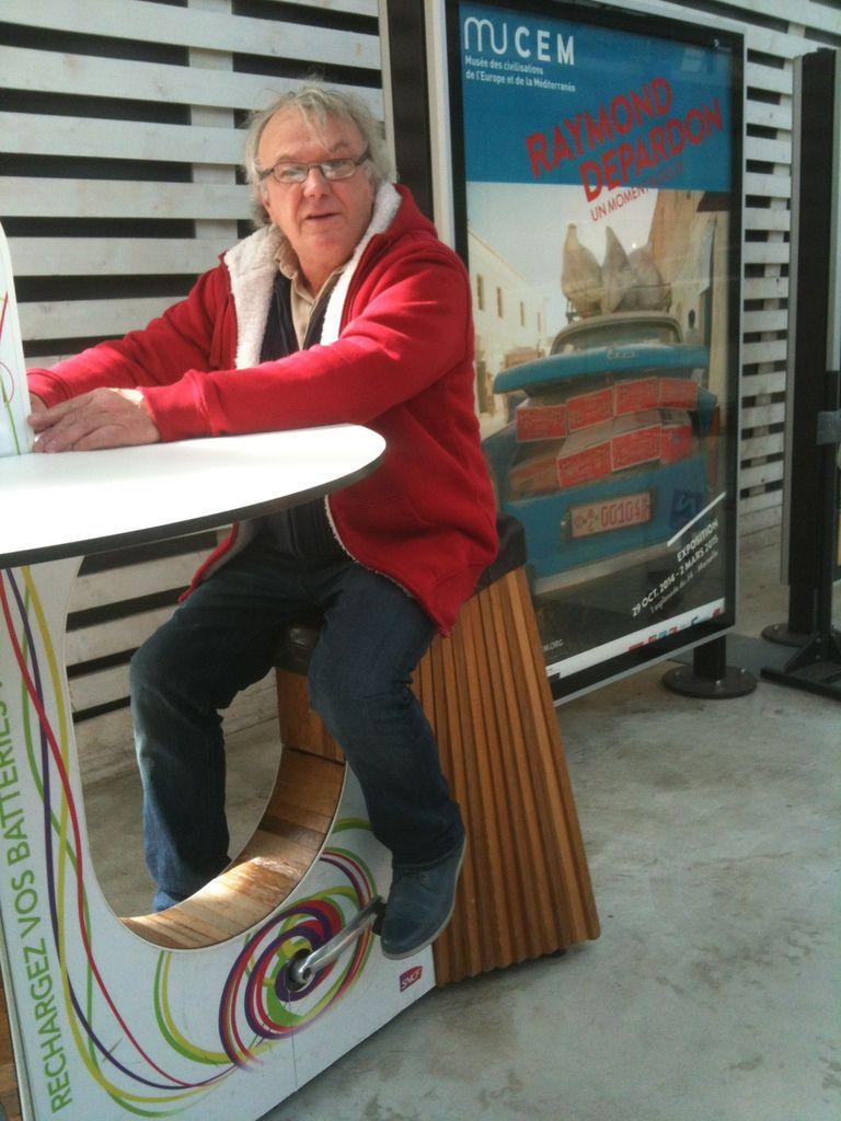 Raymond DEPARDON en gare d' AVIGNON  TGV