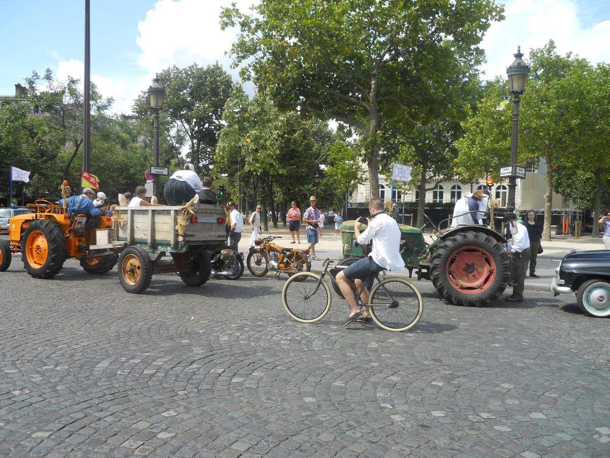 198 tracteurs agricoles qui défilent, c'est sur le blog LES RENDEZ-VOUS DE LA REINE