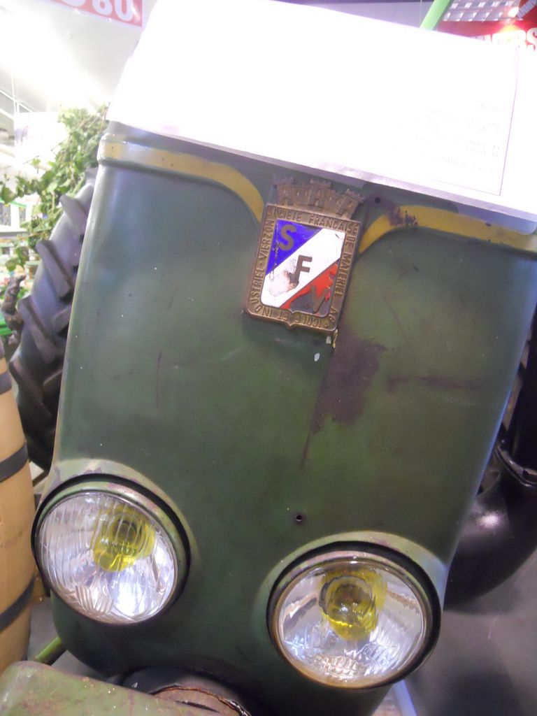 Tracteur VIERZON Société française A VENDRE