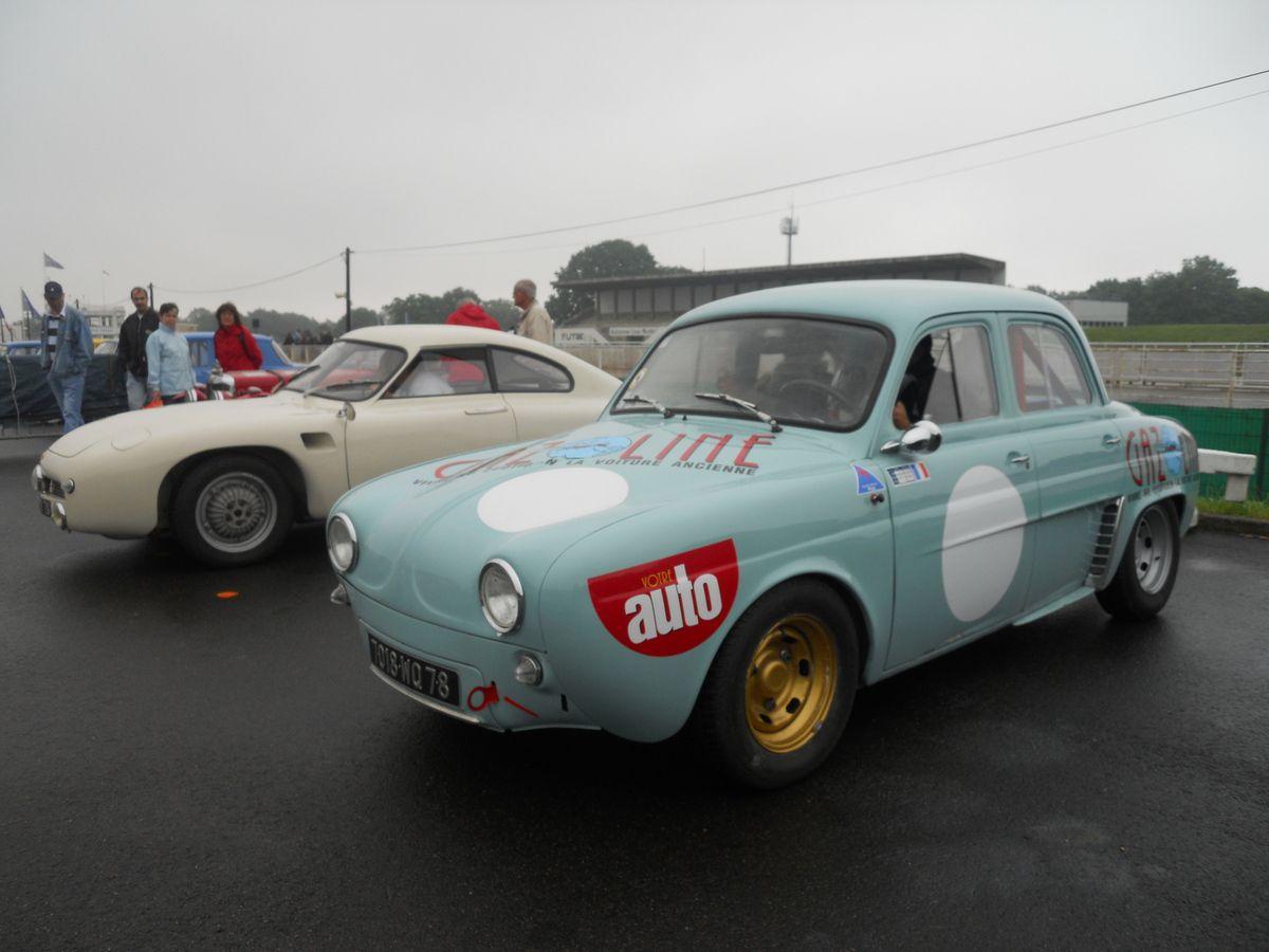 Réunion de voitures anciennes aussi de tous véhicules anciens chaque 3ème dimanche du mois dans les Yvelines.