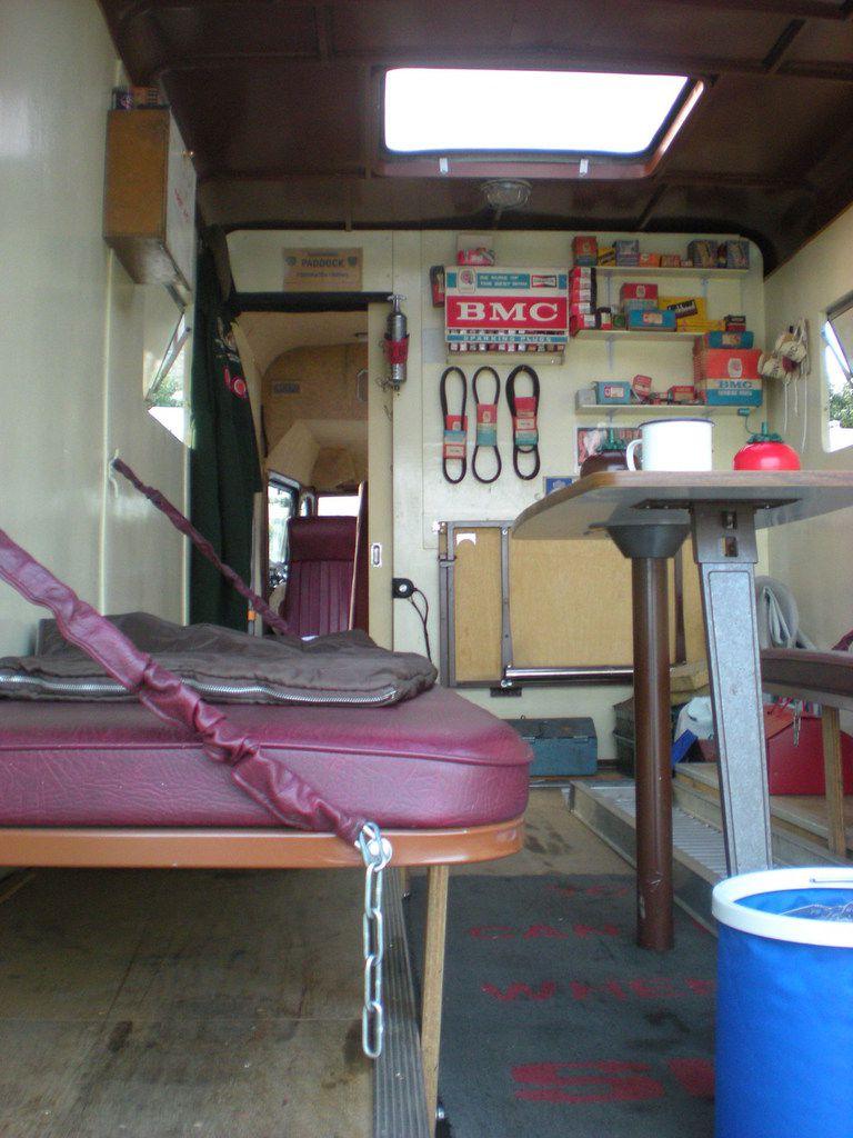 Qui roule avec ce joli camion pris en photo au MANS CLASSIC en juillet 2010 ?