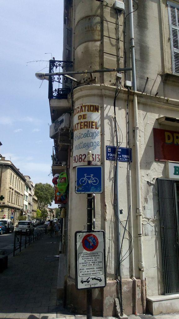 LES RENDEZ-VOUS DE LA REINE font un petit crochet par Avignon