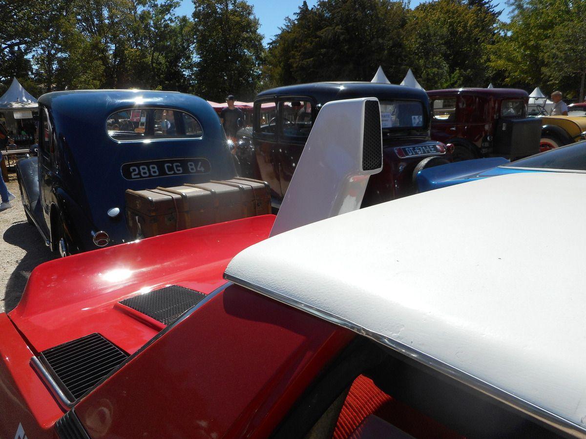 Automobiles anciennes à l'Isle-sur-la-Sorgue  Antiq'Auto Trophée samedi 12 AOÛT 2017 dans le cadre de Antiques Art &amp&#x3B; You