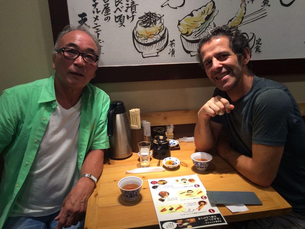 1/Au Kodokan avec un judoka de la république dominicaine qui m'a trouvé très fort !!!(je l'ai bien aimé !!!)...2/ devantle fauteuil de Jigoro Kano...3/avec Patrick, un australien ceinture blanche qui m'a demandé de lui montrer Tai otoshi...devant l'oeil des Sensei!!!...4/Avec Kineo après la Tempura...miam miam..5/Akihabara by night..6/les robots du quartier Obaida prêts pour les JO de 2020 7.8/la baie de Tokyo!