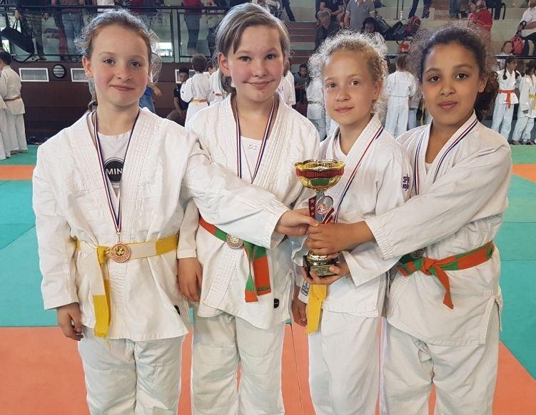 Championnats de Savoie par Equipes ... Les Benjamines en Bronze!!!