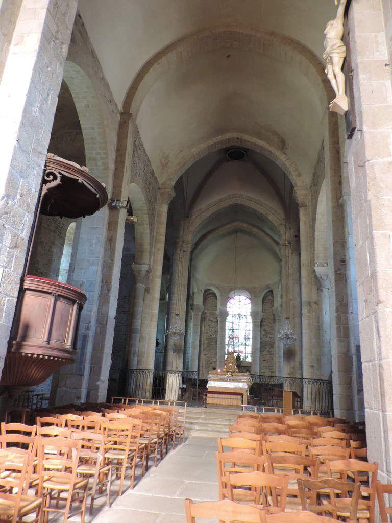Uzerche (Corrèze) Nr 3  - Eglise Saint Pierre