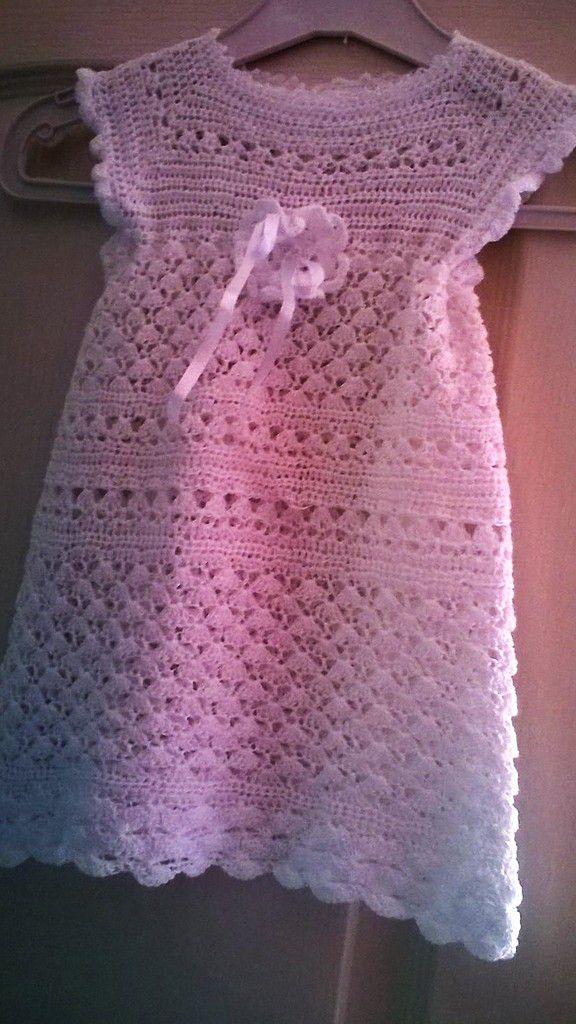Robe blanche au crochet   ... Pour fillette