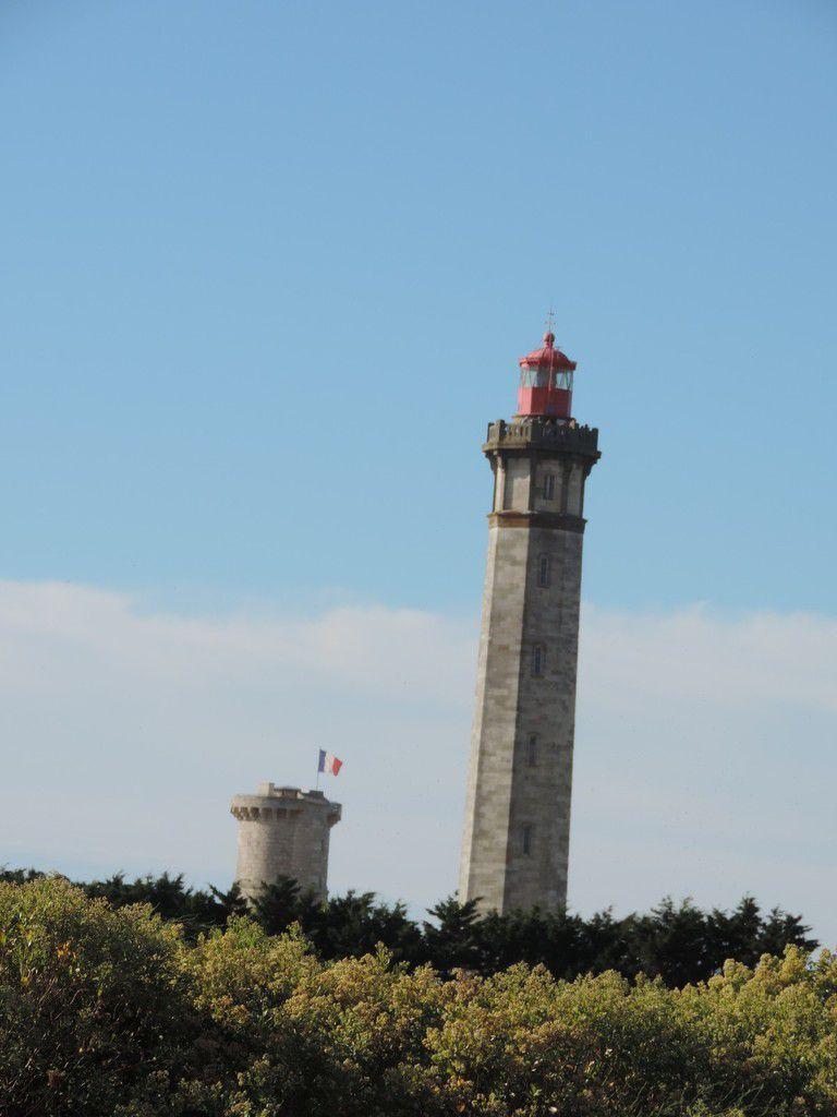 Le phare, la tour et la pointe des baleines