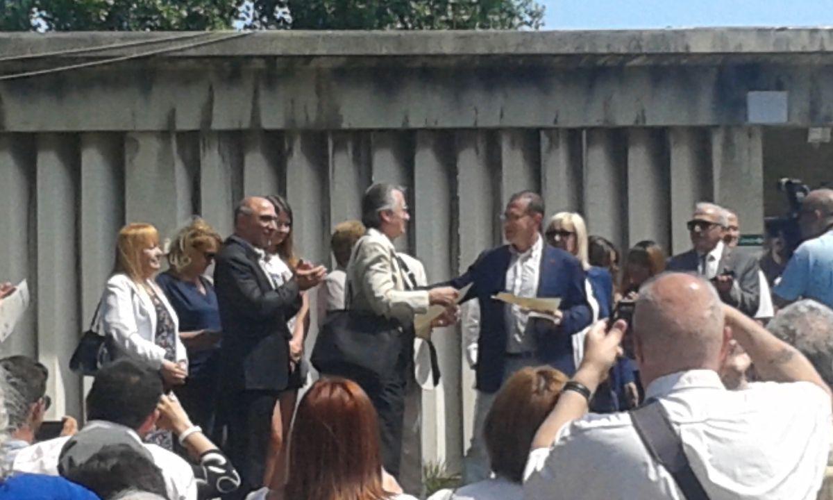 Provence-poésie reçoit le diplôme d'honneur de participation au festival de Longchamp...