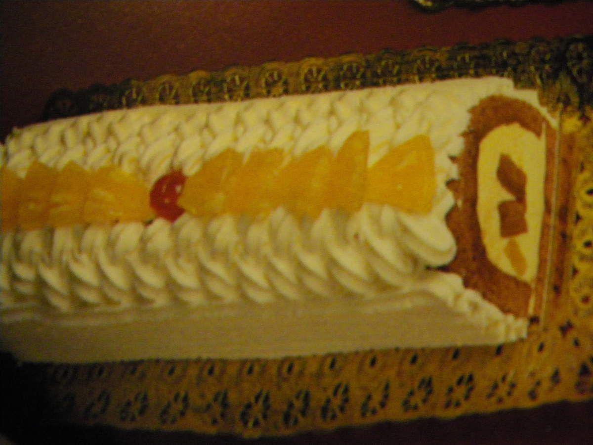 Bûche &quot&#x3B;mousse a l'ananas et génoise chocolat&quot&#x3B;