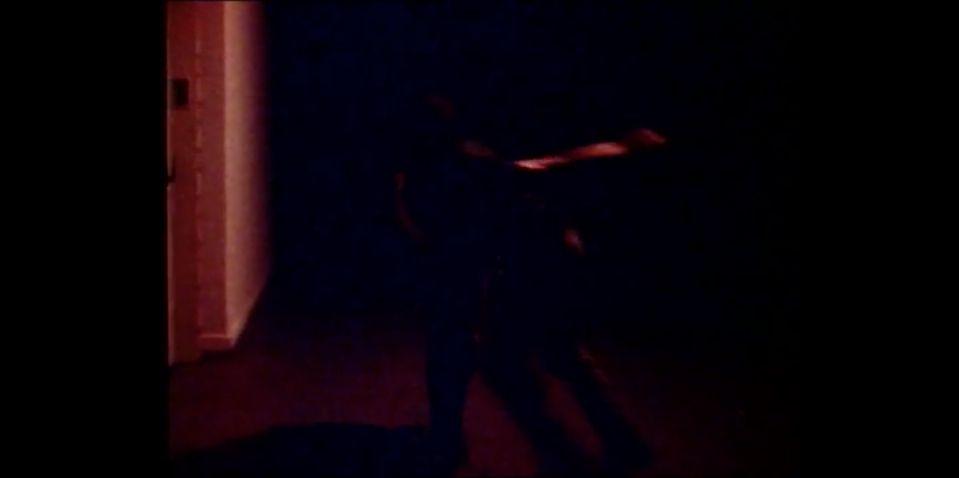 L'approche de deux hommes qui vont se frapper violemment, tournant l'un autour de l'autre à tour de rôle.
