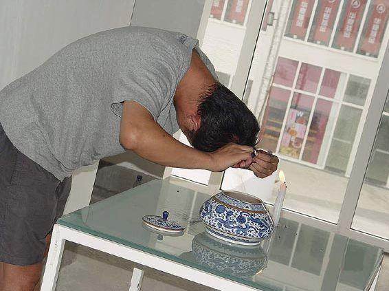 Smell of the World @ Chuyu Wang. 2004. 2nd dadao live art festival. Pekin