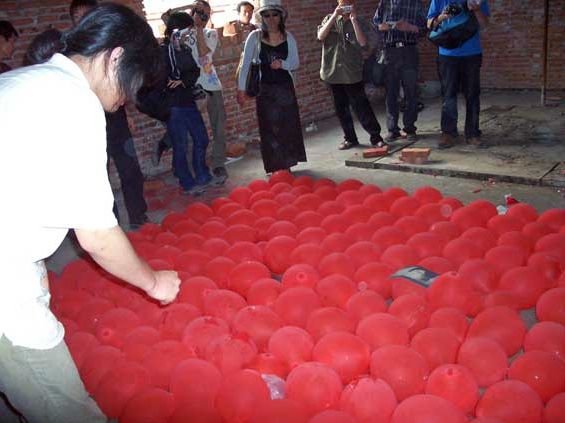 The East Is Red @ Yang Qi. 2005. 3rd Dadao Live art Festival. Pékin. Chine