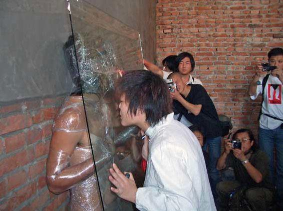 Communication Barrier @ Xi Chen. 2005. 3rd Dadao Live art Festival. Pékin. Chine