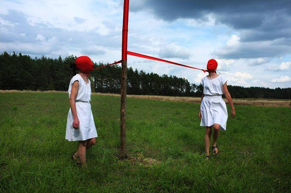 Red Pole Dance @ Gilivanka Kedzior & Barbara Friedman. 2014. Nomadic Art Festival. Pologne. photo. A. Dziczek