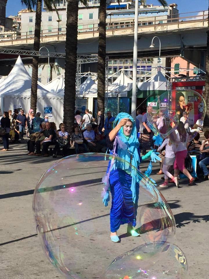 Porto Antico spettacolo di bolle! (foto di F. Crescio)