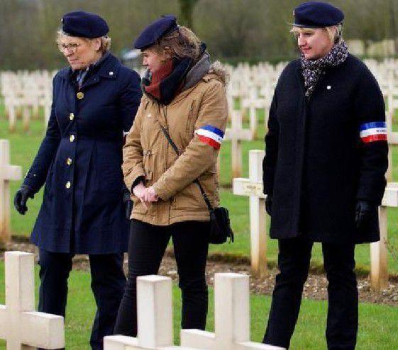 Les premières ' Dames&quot&#x3B;  Gardes d'Honneur de la nécropole de  Notre Dame de Lorette