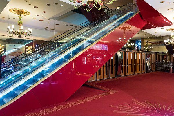L'escalator majestueux reprend du service pour accueillir 007 ... Crédits photos Vincent Zafra