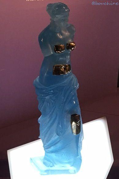 Vénus aux tiroirs, Salvador Dalí  Pâte de cristal, bleu et métal argenté, 1989,  ©Daum, Édition limitée à 850 exemplaires